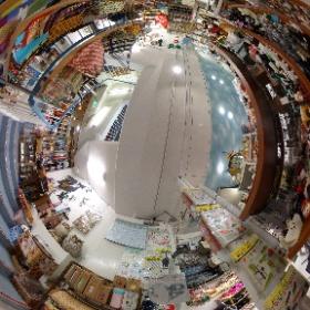山口県周南市の雑貨・ギフトのNOICHI(のいち)  奇跡のジュエリー・幸福のパワーストーン  http://negaitama.com/  山口県周南市の徳山駅近くの雑貨店です。  フロアー紹介2階  生活雑貨 〒745-0032 山口県周南市銀座1-17  山口県 周南市にある雑貨店 Noichiは、世界の雑貨、日本でも珍しい雑貨を世界中から山口県周南市に集めた、まさに大人の玉手箱みたいなお店です。 Noichi(のいち)は地下一階から、3階までところ狭しと珍しい雑貨が並んでいます。 #theta360