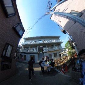 午後2件目の内覧会はリライトの集合住宅。装う建築について古澤さんと盛り上がるなど。 #theta360