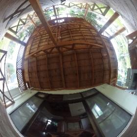 恩納村ペンションの1階の広々としたウッドデッキです♪屋根もあり、バーベキュー機材も完備しているので、ご家族・ご友人とお楽しみください♪ http://marui-pension.com/